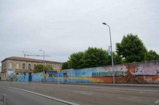 bordeaux-wall1