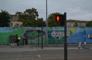 bordeaux-wall2