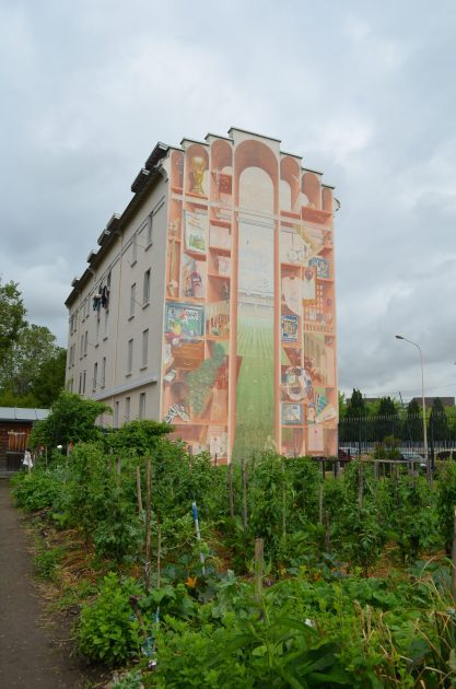 リヨンのマンション壁画の全景