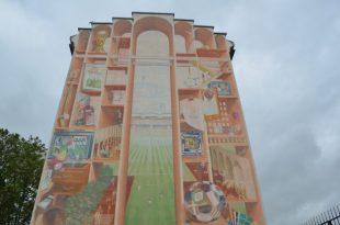 1998年ワールドカップを描いたマンション壁画