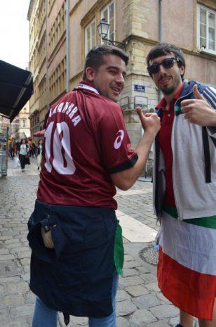 リヨンで出会ったイタリア人。中村俊輔のユニフォームを着ている