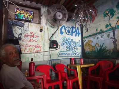 パンタナールの店内壁画とお爺さん