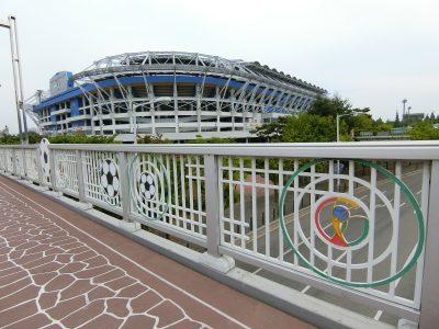 歩道橋と大田スタジアム