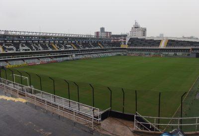 雨のサントススタジアム