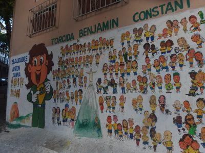 住民たちとセナの壁画