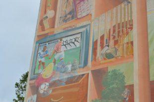 ホイッスルや大会マスコットの壁画