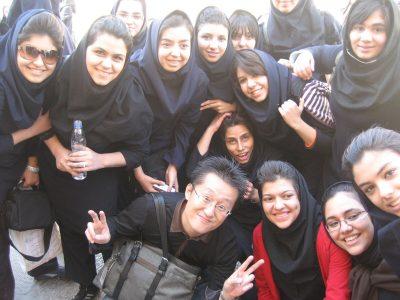 修学旅行生の女の子たちと筆者