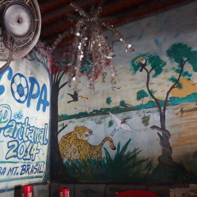 パンタナールの店内壁画、湿原とチーター