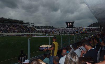 サントス対パルメイラスのスタジアム風景