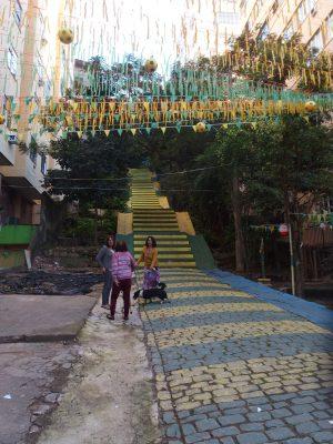 カナリア色の階段