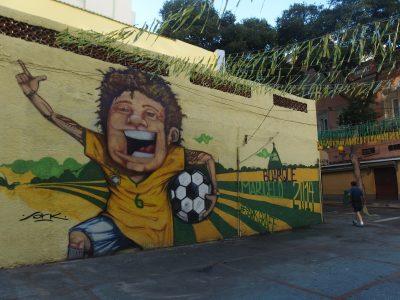 朝のサッカー少年壁画