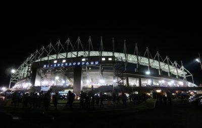 水戸スタ夜の外観